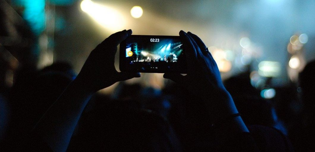 27% of young people want mobile phones banned at gigs