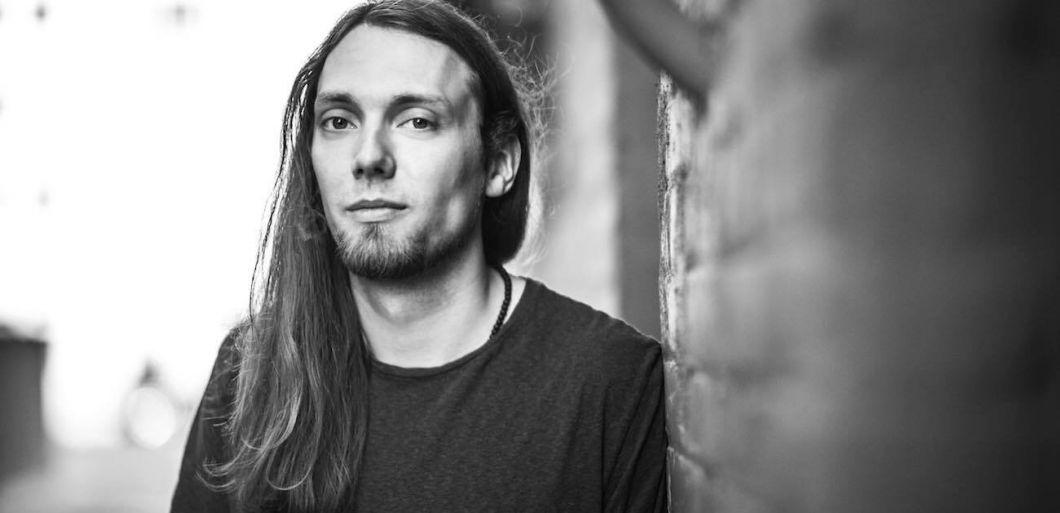 Virtuoso fingerstyle guitarist Mike Dawes announces UK tour dates